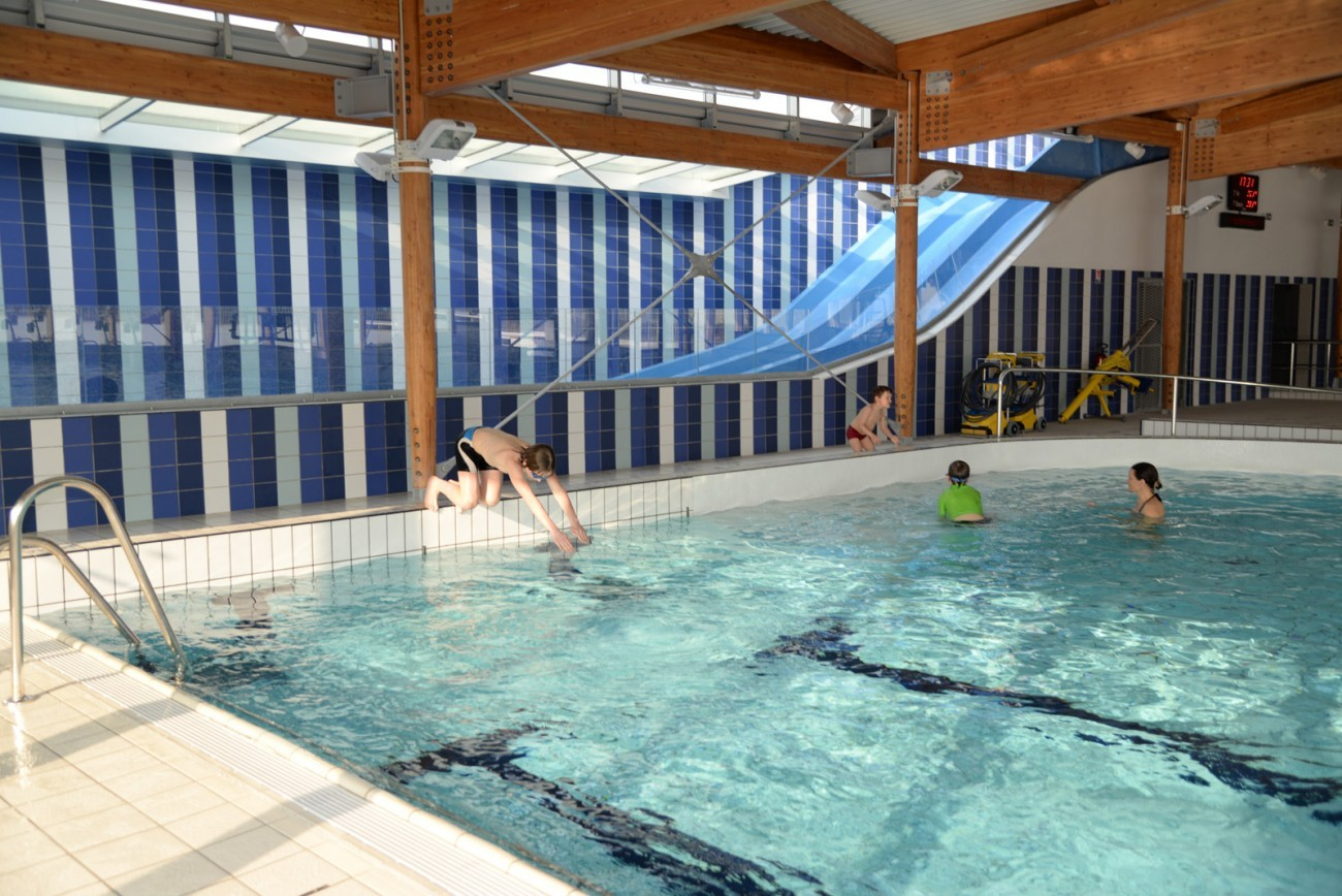 Bourgueil rouleau architectes centre aquatique bulle d for Piscine tours 37