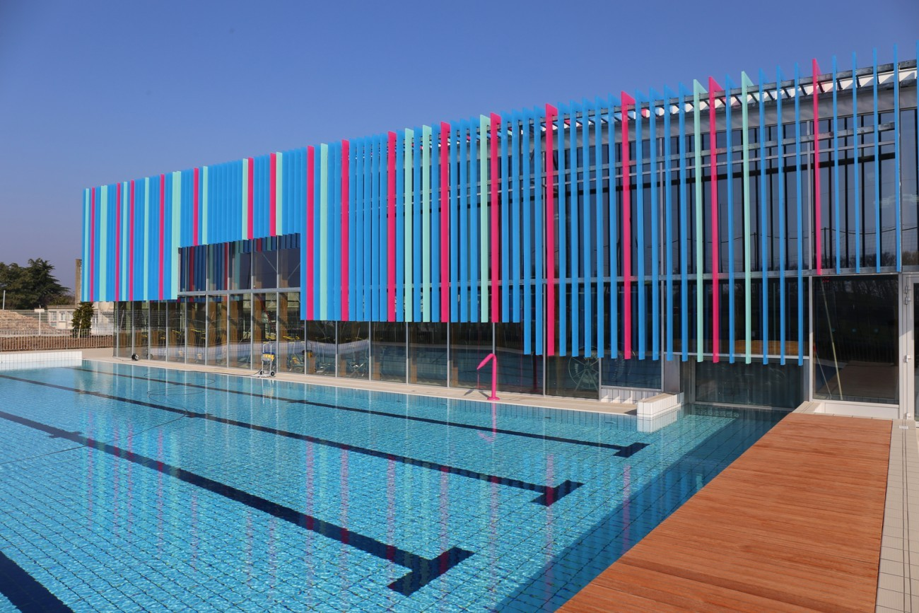 Bourgueil rouleau architectes centre aquatique bulle d for Piscine bulle d o
